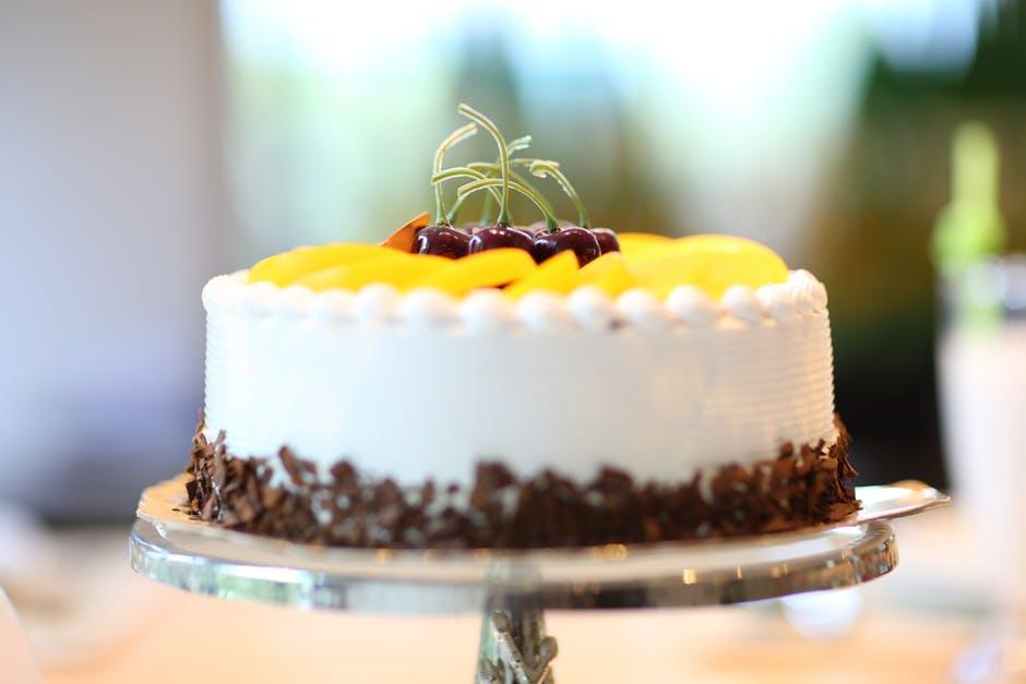 pyszny tort zrobiony przy użyciu tortownicy